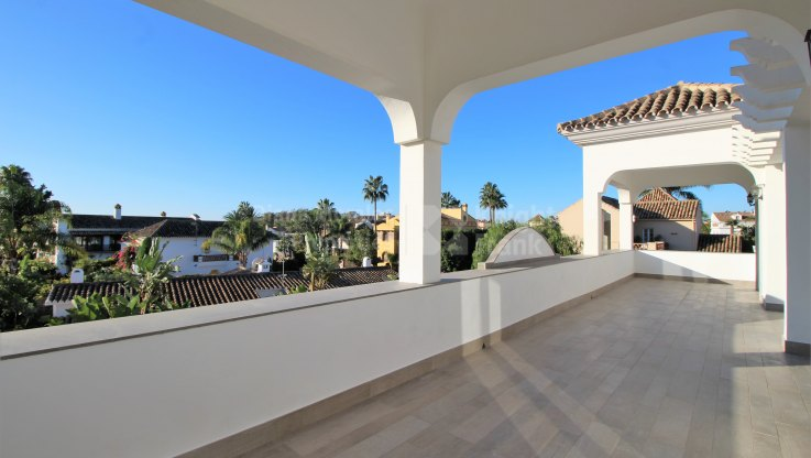 Beachside villa - Villa for sale in Linda Vista Baja, San Pedro de Alcantara