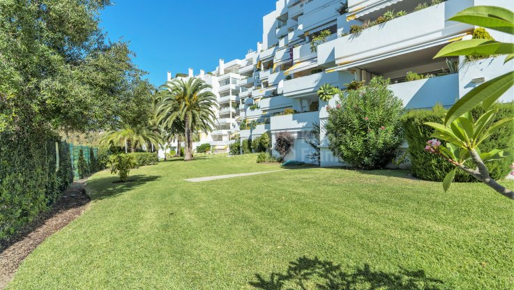 Very large, bright and elegant golf apartment near the sea - Apartment for sale in Marbella city