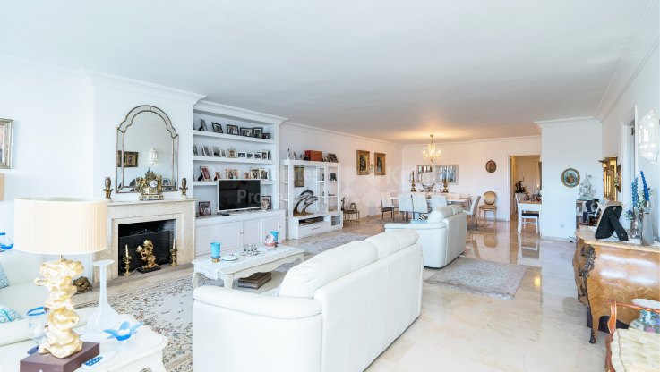 Extremely large, luxurious and very bright exclusive golf apartment near the beach - Apartment for sale in Marbella city