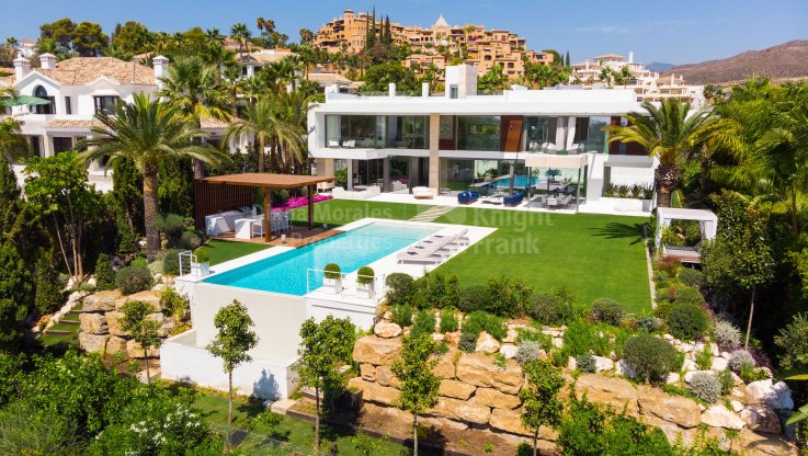 La Cerquilla, Modern villa with sea views