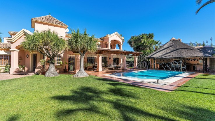 Conveniently located villa in Nueva Andalucia