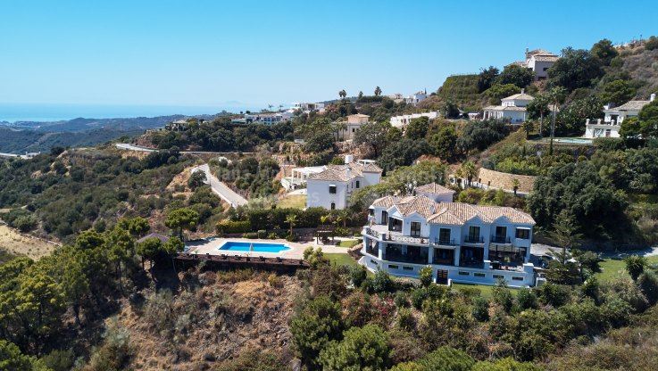 Monte Mayor, Contemporary villa with stunning views