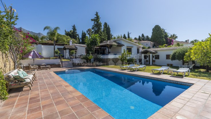 Rocio de Nagüeles, Villa for sale with great potential
