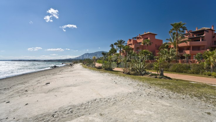 Almenara Beach, Seaside luxury ground floor apartment
