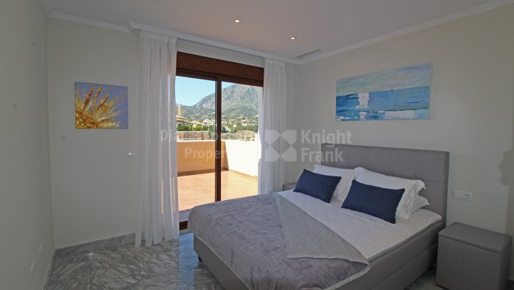 Four-bedroom duplex penthouse in the Golden Mile - Duplex Penthouse for sale in La Quinta del Virrey, Marbella Golden Mile
