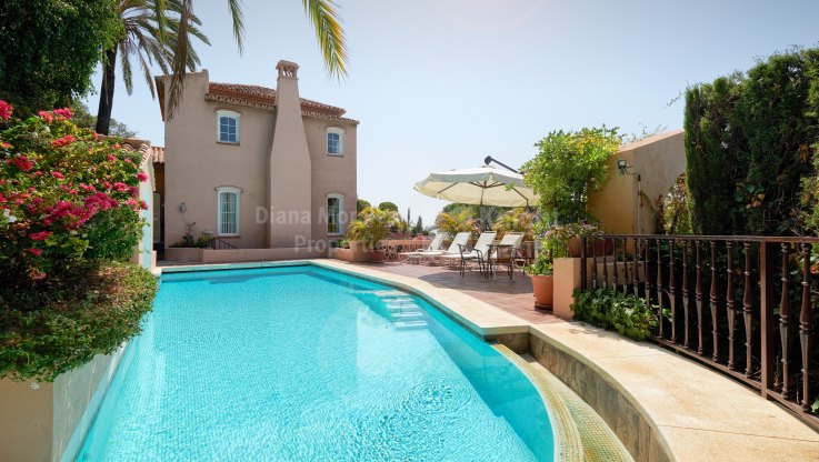 5-bedroom villa in El Madroñal with sea views