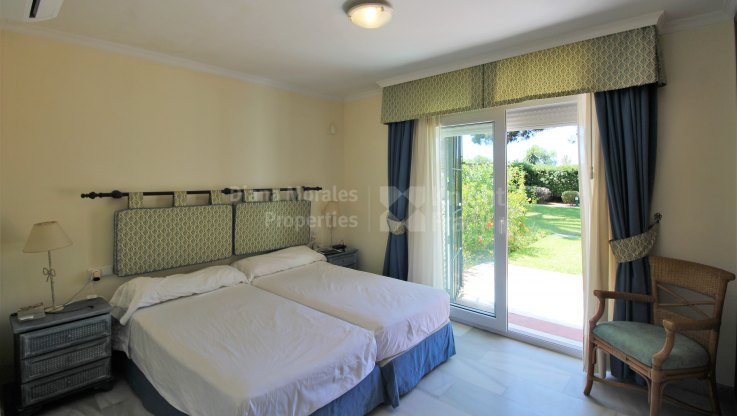 South facing apartment in frontline beach complex - Ground Floor Apartment for sale in White Pearl Beach, Marbella East