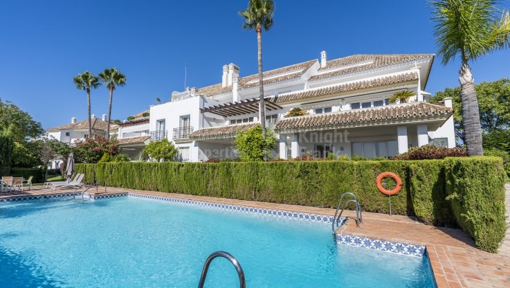 Monte Paraiso, Two bedroom property with pool and garden views