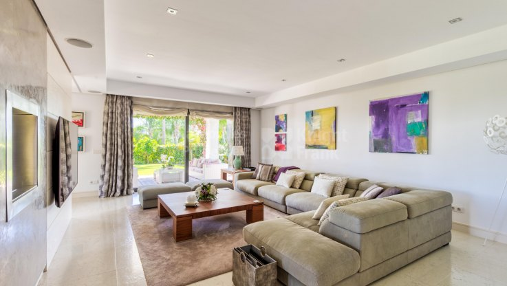 South facing villa in a Golden Mile gated complex - Villa for sale in Lomas de Magna Marbella, Marbella Golden Mile