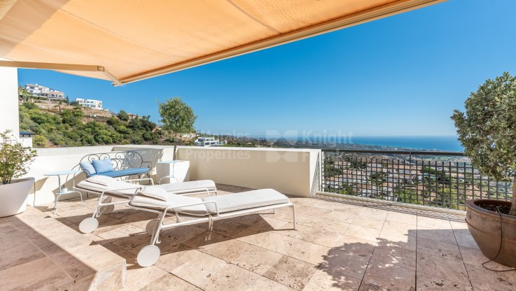 Los Altos de los Monteros, Duplex penthouse in Los Monteros Hill Club