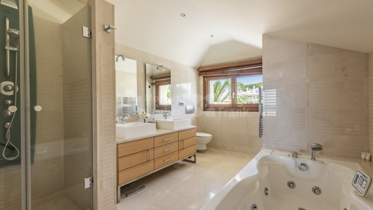 Desirable First Line Beach Duplex Penthouse - Duplex Penthouse for sale in Los Monteros Playa, Marbella East