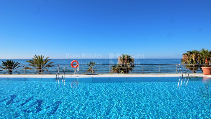 Beachfront two bedroom apartment - Apartment for sale in Marina Mariola, Marbella Golden Mile