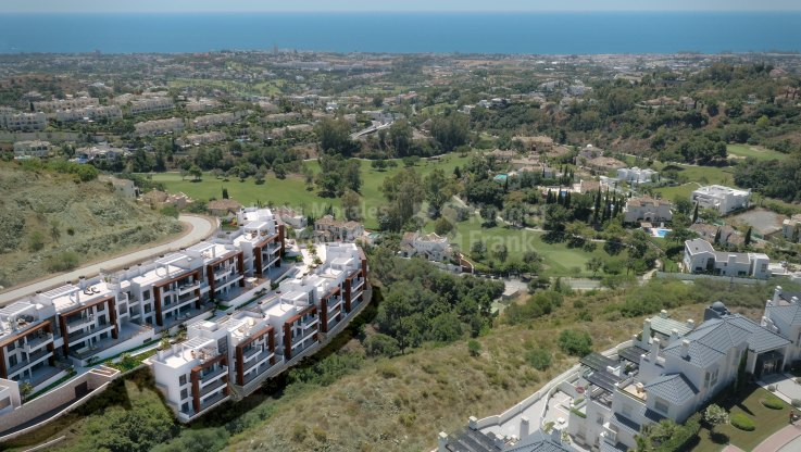 Three bedroom penthouse with sea and golf views - Duplex for sale in Las Colinas de Marbella, Benahavis