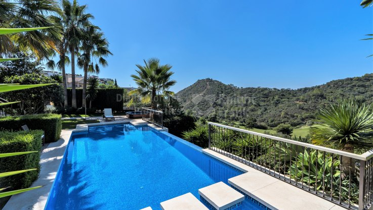 VIlla inside golf resort - Villa for sale in Los Arqueros, Benahavis