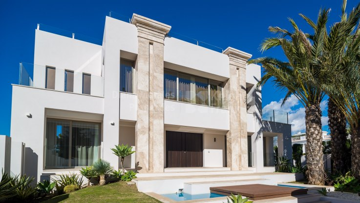 Marbella Golden Mile, Newly build contemporary villa within walking distance to the beach