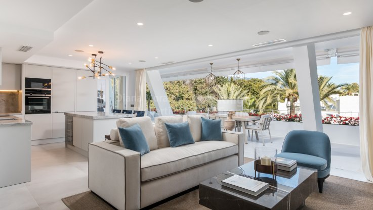 Front line beach apartment - Apartment for sale in Port Oasis, Marbella Golden Mile