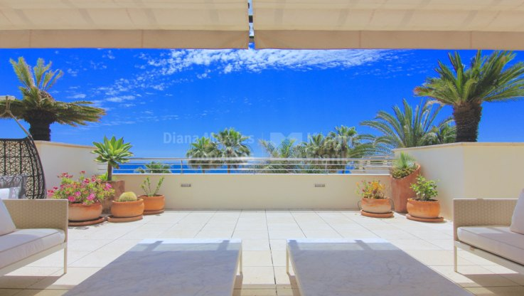 Oasis de Banús, Stunning Beachfront Apartment