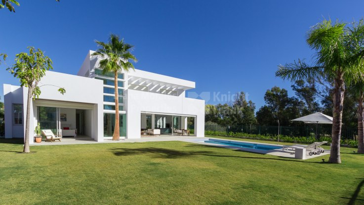 Casasola, Modern villa minutes from the beach