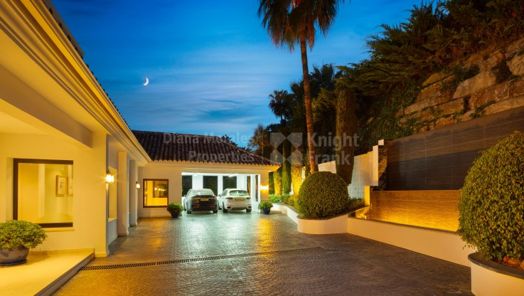 7 Bedroom villa in the heart of the Golf Valley - Villa for sale in La Cerquilla, Nueva Andalucia