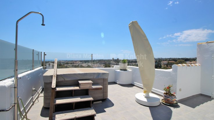 Walk-up duplex penthouse in Club Sierra next to Racquets Club - Duplex Penthouse for sale in Club Sierra, Marbella Golden Mile