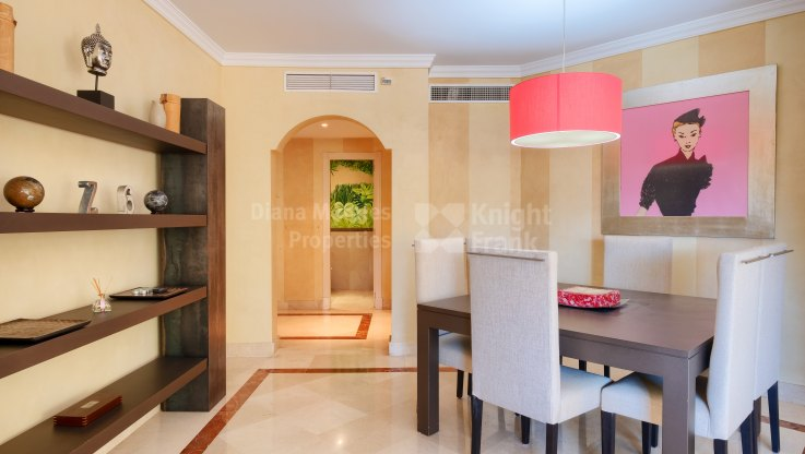 Beachside apartment for sale in town - Apartment for sale in Jardín del Mediterráneo, Marbella city