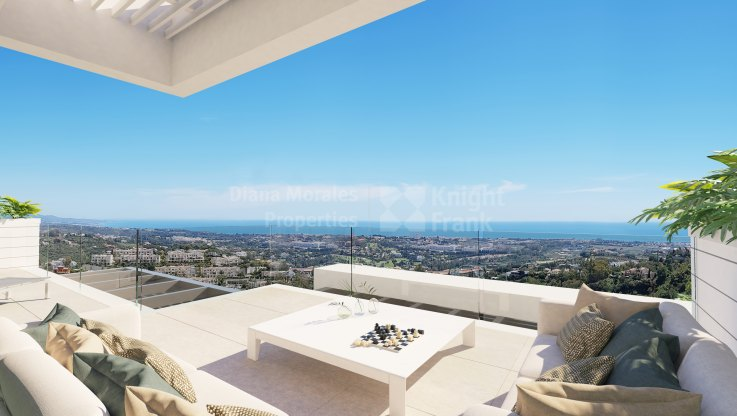 Las Colinas de Marbella, Duplex penthouse with sea views and private pool