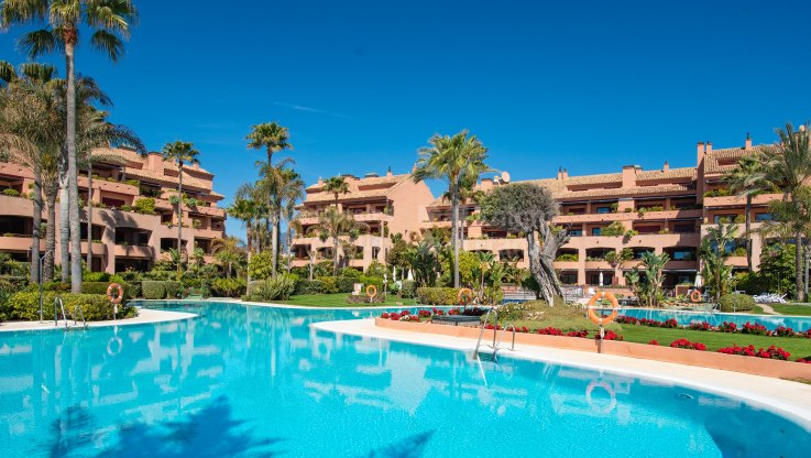 First line beach corner apartment - Ground Floor Apartment for sale in Malibu, Marbella - Puerto Banus