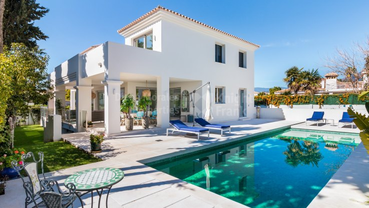 Cortijo Blanco, Contemporary villa near the beach