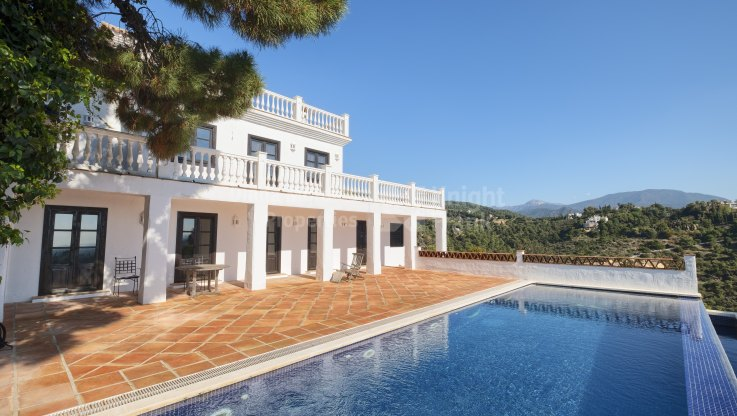 Andalusian style villa in El Madroñal
