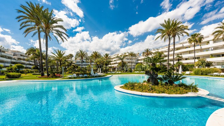 Location, Location, Location - Duplex Penthouse for sale in Los Granados, Marbella - Puerto Banus