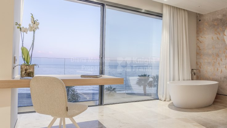 Luxury apartment on the beachfront - Apartment for sale in Estepona Playa, Estepona