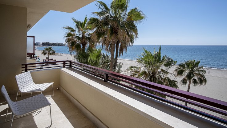 Estepona Playa, Nice frontline beach apartment