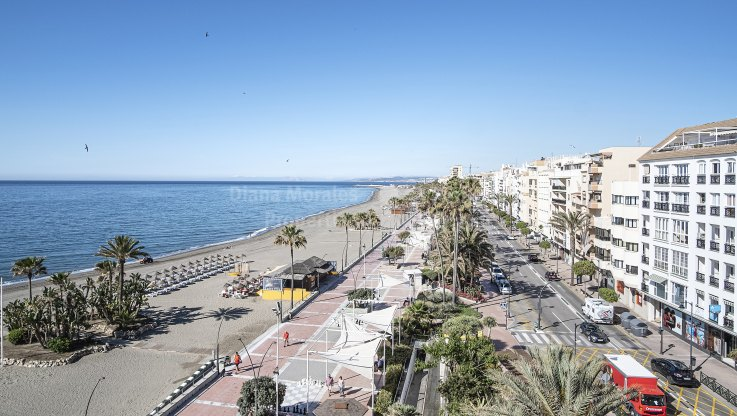 Charming two bedroom apartment in front of the sea - Apartment for sale in Estepona Playa, Estepona
