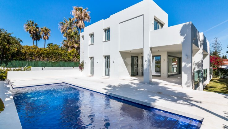 Cortijo Blanco, Brand new modern villa close to the beach