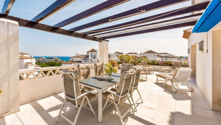 Playas del Duque, Corner beachside duplex penthouse with sea views