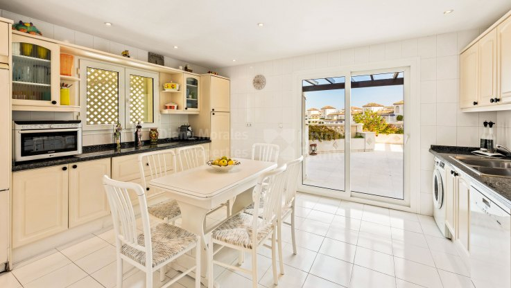 Corner beachside duplex penthouse with sea views - Duplex Penthouse for sale in Las Gaviotas, Marbella - Puerto Banus