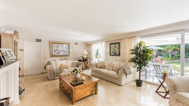 Mediterranean style villa in gated estate - Villa for sale in Altos Reales, Marbella Golden Mile