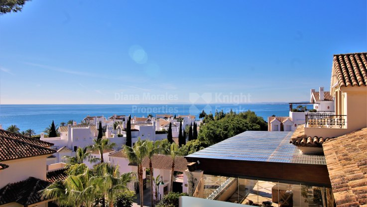 Los Monteros Playa, Desirable duplex penthouse in beachfront complex