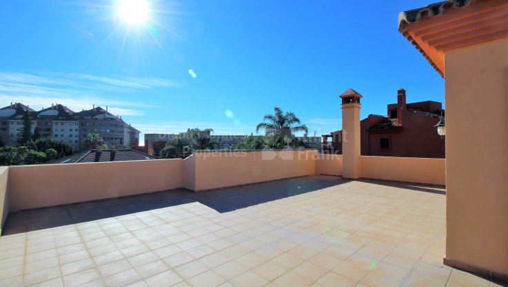 Stone throw from Marbella centre - Villa for sale in El Mirador, Marbella city