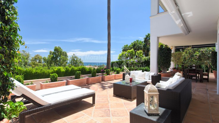 Contemporary Home Perched on a Hilltop - Villa for sale in Rio Real, Marbella East