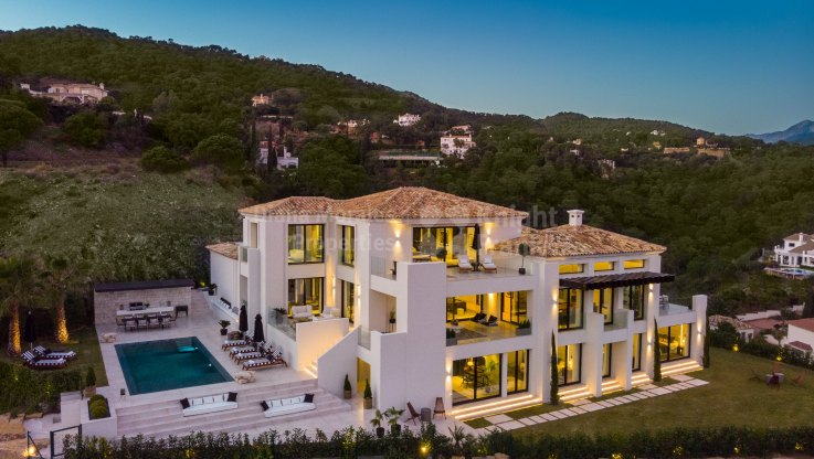 New contemporary style villa with sea views - Villa for sale in El Madroñal, Benahavis