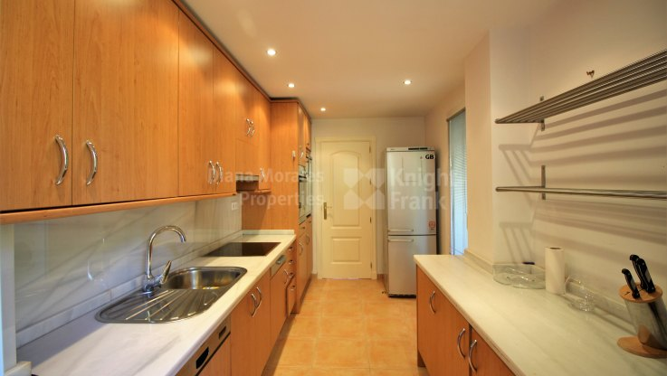 Penthouse for sale in Cumbres del Rodeo, Nueva Andalucia