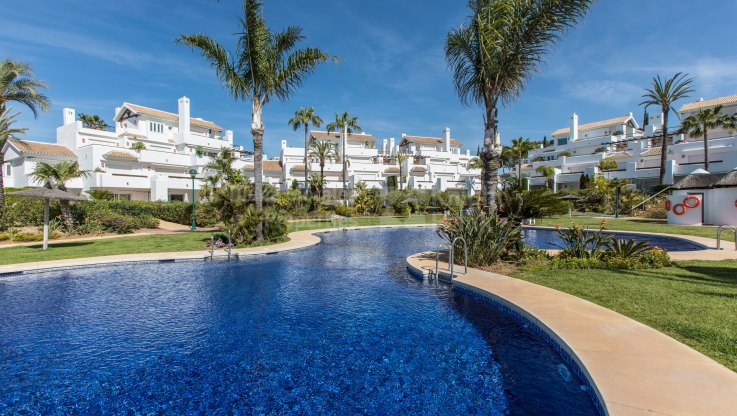 FIrst floor apartment in Front Line Beach Complex - Apartment for sale in La Reserva de los Monteros, Marbella East