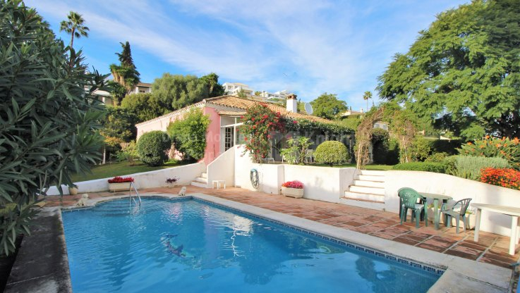 Frontline golf Villa in El Paraiso Alto - Villa for sale in El Paraiso Alto, Benahavis