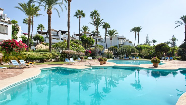 Duplex Penthouse with Stunning Sea Views - Duplex Penthouse for sale in Alcazaba Beach, Estepona