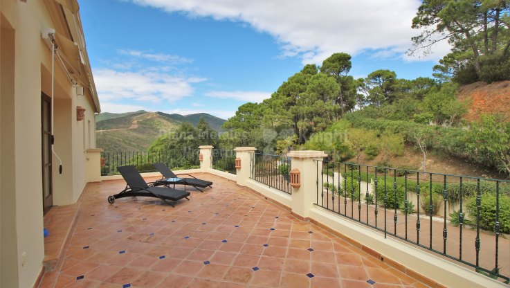 Country House for sale in El Velerin, Estepona