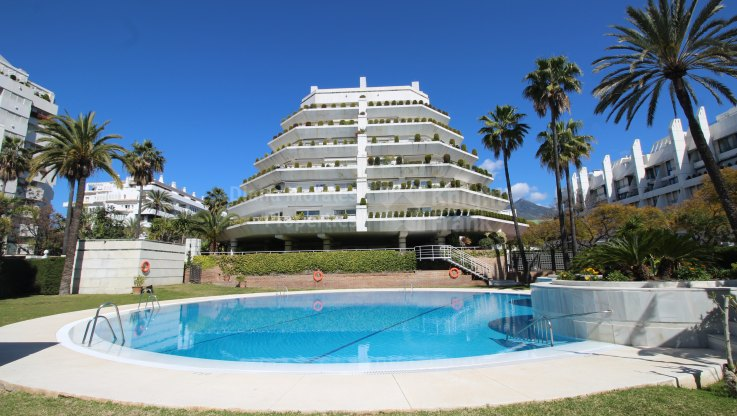 Marbella city, Beachside Apartment in the Heart of Marbella
