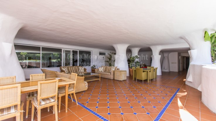 Garden apartment right on the sea next to Puerto Banus - Ground Floor Apartment for sale in Ventura del Mar, Marbella - Puerto Banus