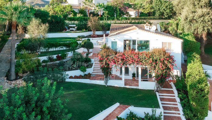 Marbella East, South Facing Villa in El Rosario with Sea Views