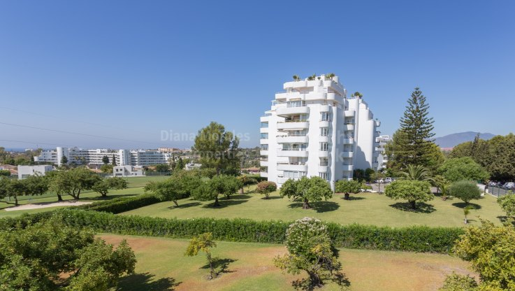 Guadalmina Alta, Frontline Golf Apartment